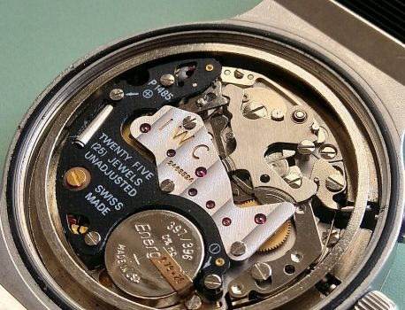 Que signifie « unajusted » sur un mouvement de montre ?